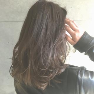 ブラウン アッシュ セミロング ゆるふわ ヘアスタイルや髪型の写真・画像
