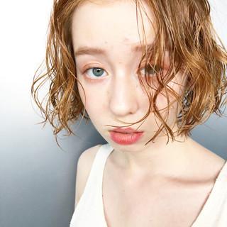 ナチュラル ハイライト ブリーチ ナチュラルベージュ ヘアスタイルや髪型の写真・画像