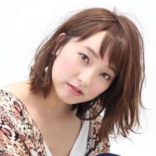 ピンク ナチュラル オン眉 レッド ヘアスタイルや髪型の写真・画像