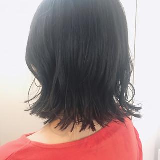 暗髪 外ハネ ナチュラル グレージュ ヘアスタイルや髪型の写真・画像