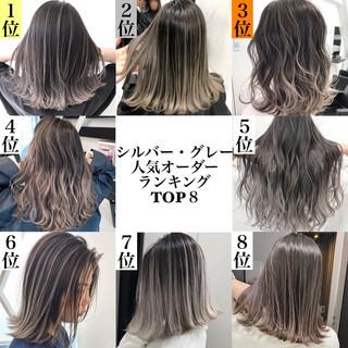 グラデーションカラー シルバーアッシュ アッシュグレー ミディアム ヘアスタイルや髪型の写真・画像