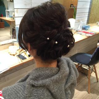 ミディアム 結婚式 アップスタイル ねじり ヘアスタイルや髪型の写真・画像