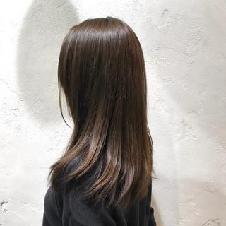 アッシュベージュ 春ヘア レイヤーカット セミロング ヘアスタイルや髪型の写真・画像