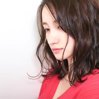 伸ばしかけ ナチュラル 女子力 波ウェーブ ヘアスタイルや髪型の写真・画像