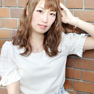 オフィス 女子会 アンニュイ ウェーブ ヘアスタイルや髪型の写真・画像
