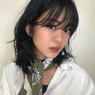 ミディアム パーマ アンニュイほつれヘア エレガント ヘアスタイルや髪型の写真・画像
