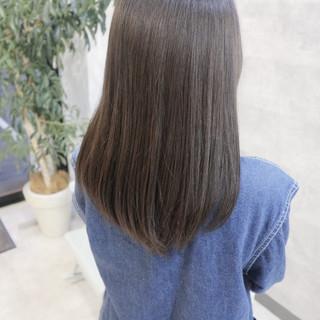 セミロング ブルー ブルージュ 上品 ヘアスタイルや髪型の写真・画像
