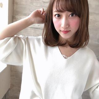 前髪あり 透明感カラー フェミニン コテ巻き ヘアスタイルや髪型の写真・画像