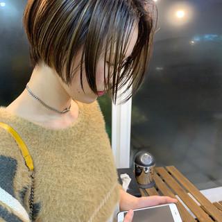 ショート アンニュイほつれヘア ハイライト 大人カジュアル ヘアスタイルや髪型の写真・画像