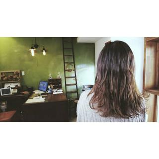 ウェーブ レイヤーカット ママ ナチュラル ヘアスタイルや髪型の写真・画像