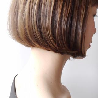 アッシュベージュ 大人ショート ボブ オフィス ヘアスタイルや髪型の写真・画像