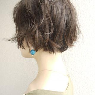 アッシュグレージュ エレガント パーマ ボブ ヘアスタイルや髪型の写真・画像
