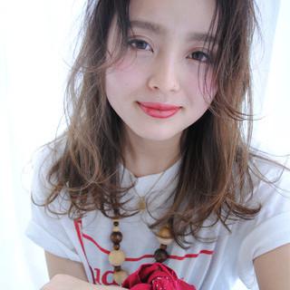 外国人風 ピュア ロング 前髪あり ヘアスタイルや髪型の写真・画像