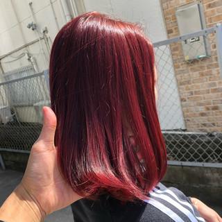 ガーリー ピンク ショートヘア 切りっぱなしボブ ヘアスタイルや髪型の写真・画像