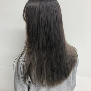 アッシュグレー ロング グレーアッシュ 3Dハイライト ヘアスタイルや髪型の写真・画像