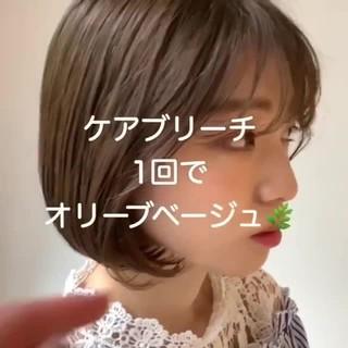 ダブルカラー ミルクティーグレージュ オリーブベージュ タッセルボブ ヘアスタイルや髪型の写真・画像