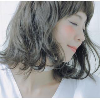 ガーリー アッシュ オン眉 ピュア ヘアスタイルや髪型の写真・画像