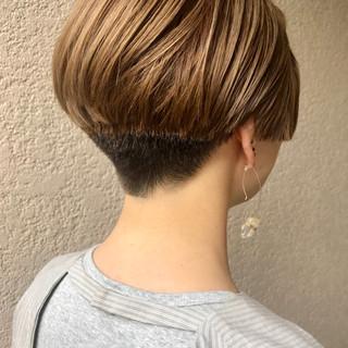 アウトドア デート 刈り上げ女子 ショート ヘアスタイルや髪型の写真・画像