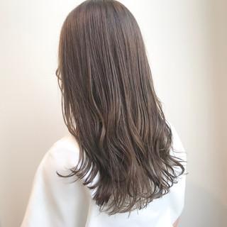 グレージュ アッシュベージュ ナチュラル セミロング ヘアスタイルや髪型の写真・画像