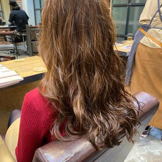 デジタルパーマ グレージュ ロングヘア 小顔ヘア ヘアスタイルや髪型の写真・画像