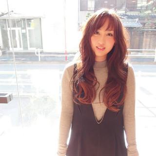 ナチュラル ピンク グラデーションカラー 前髪あり ヘアスタイルや髪型の写真・画像