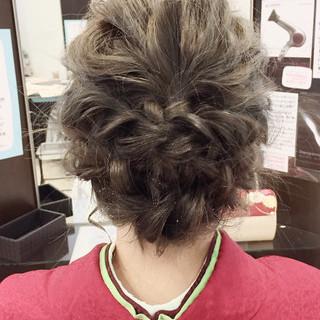 ミディアム ヘアアレンジ 波ウェーブ 結婚式 ヘアスタイルや髪型の写真・画像