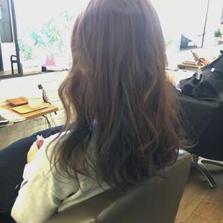 インナーカラー セミロング ネイビー ナチュラル ヘアスタイルや髪型の写真・画像