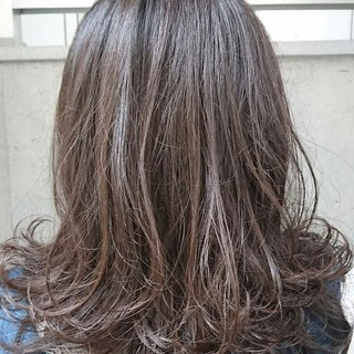 ナチュラル 暗髪 ミディアム パーマ ヘアスタイルや髪型の写真・画像