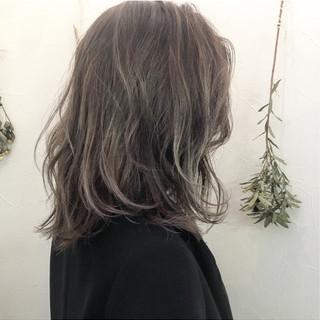 アッシュ ハイライト ミルクティー ホワイトアッシュ ヘアスタイルや髪型の写真・画像