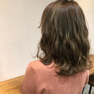 シアーベージュ グレージュ アッシュグレージュ ナチュラル ヘアスタイルや髪型の写真・画像