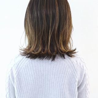 ミディアムレイヤー グレージュ グラデーションカラー ハイライト ヘアスタイルや髪型の写真・画像 ヘアスタイルや髪型の写真・画像