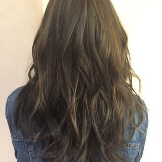 アッシュ 外国人風 グラデーションカラー レイヤーカット ヘアスタイルや髪型の写真・画像