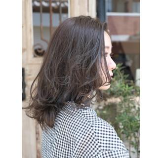 ミディアム デート アンニュイ ウェーブ ヘアスタイルや髪型の写真・画像 ヘアスタイルや髪型の写真・画像