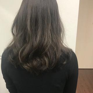 セミロング デート ナチュラル パーマ ヘアスタイルや髪型の写真・画像 ヘアスタイルや髪型の写真・画像