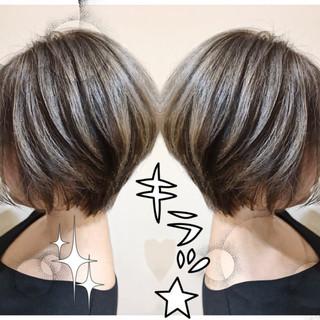 ハイライト ピュア アッシュ ナチュラル ヘアスタイルや髪型の写真・画像