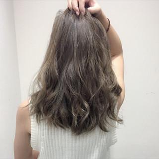 ハイライト セミロング グレージュ ゆるふわ ヘアスタイルや髪型の写真・画像