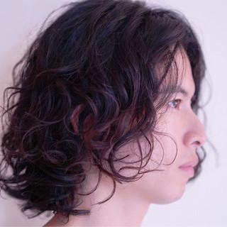 ミディアム ヌーディパーマ フェミニン パーマ ヘアスタイルや髪型の写真・画像