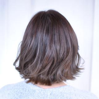 外ハネ 色気 グレージュ ナチュラル ヘアスタイルや髪型の写真・画像