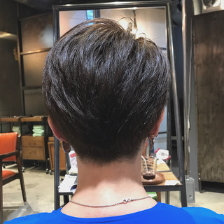 カーキアッシュ 透明感カラー ハンサムショート ナチュラル ヘアスタイルや髪型の写真・画像