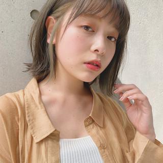 ミディアム オリーブベージュ ナチュラル デジタルパーマ ヘアスタイルや髪型の写真・画像