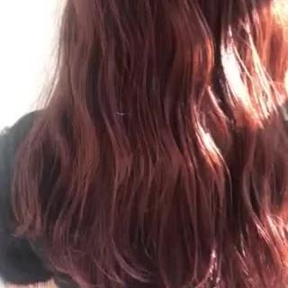 イルミナカラー ウェーブ ラズベリーピンク ナチュラル ヘアスタイルや髪型の写真・画像
