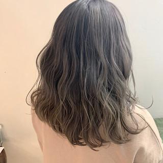 ロング ヌーディーベージュ フェミニン グラデーションカラー ヘアスタイルや髪型の写真・画像