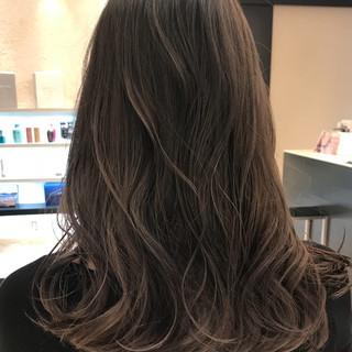 女子力 アッシュグレージュ セミロング ハイライト ヘアスタイルや髪型の写真・画像