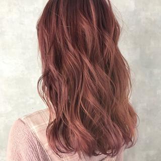 ハイライト グラデーションカラー セミロング フェミニン ヘアスタイルや髪型の写真・画像