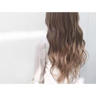 外国人風 ナチュラル イルミナカラー グラデーションカラー ヘアスタイルや髪型の写真・画像 ヘアスタイルや髪型の写真・画像