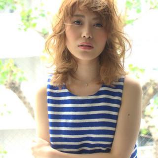 外国人風 大人かわいい ガーリー ミディアム ヘアスタイルや髪型の写真・画像 ヘアスタイルや髪型の写真・画像