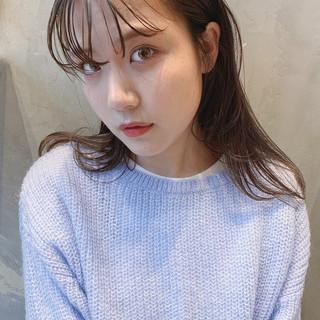 インナーカラー 簡単ヘアアレンジ ミルクティーベージュ ミディアム ヘアスタイルや髪型の写真・画像