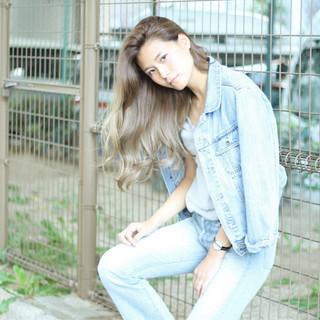 グラデーションカラー グレージュ ストリート 大人女子 ヘアスタイルや髪型の写真・画像