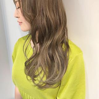 カーキアッシュ 3Dハイライト エレガント ロング ヘアスタイルや髪型の写真・画像