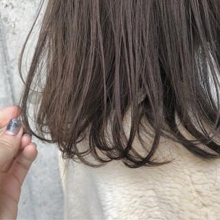 人気のヘアカラーアッシュブラウンで艶っぽく♡